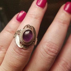 Jewelry - Purple stone ring, 8